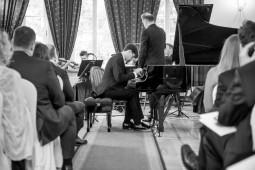 Mury Dworu w Somiance od lat nasycone są dźwiękami muzyki. Jesteśmy dumni z koncertów i warsztatów muzycznych prowadzonych przez wybitnych profesorów właśnie tutaj. Każde spotkanie rodzinne, czy  biznesowe możemy wzbogacić koncertem młodych talentów, studentów Akademii Muzycznej w Kaliszu, stypendystów międzynarodowych programów muzycznych.  Ścisła współpraca z Fundacją Rodziny Wiłkomirskich w Kaliszu daje możliwość poznania spuścizny tej niezwykłej Rodziny, która wywarła ogromny wpływ na rozwój światowego życia muzycznego XX i XXI w. Obecnie kontynuatorem działalności koncertowej Rodziny Wiłkomirskich jest niezwykłe TRIO w skład którego wchodzą laureaci krajowych i międzynarodowych konkursów muzycznych.